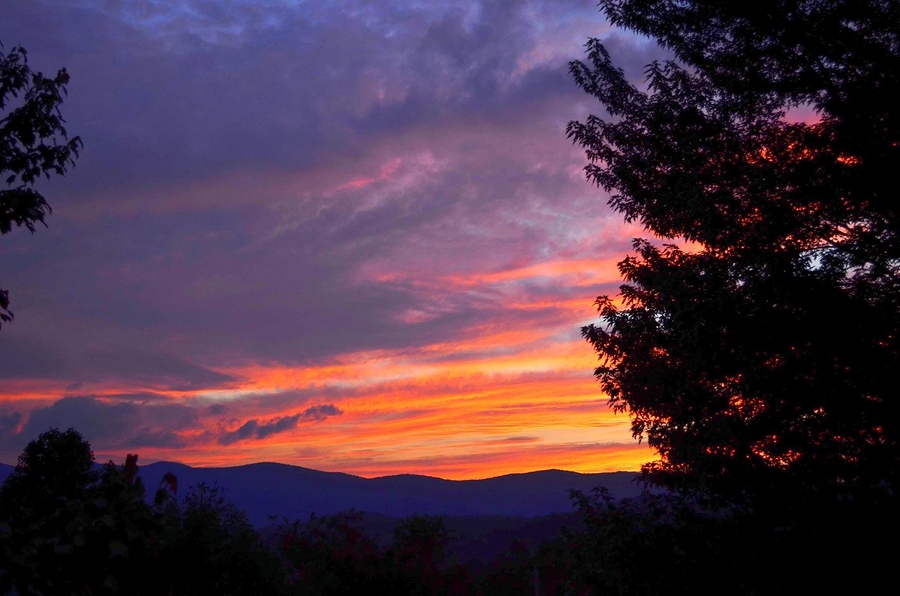 Sunset over the mountains in Elkins, West Virginia. Image: bigstock.com
